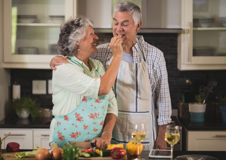 Alimentazione over 65: dieta, fabbisogno calorico e cibi